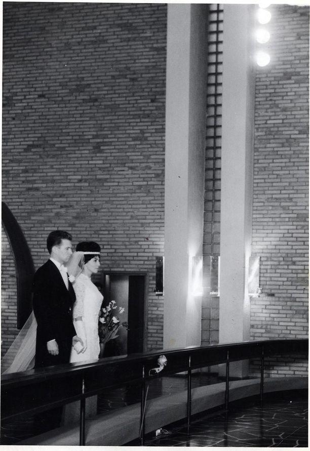 Lenita Airiston ja Ingvar S. Melinin häitä vietettiin 1961.