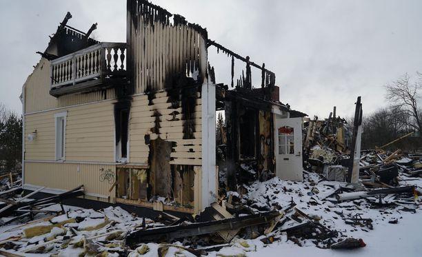 Omakotitalo tuhoutui tulipalossa.