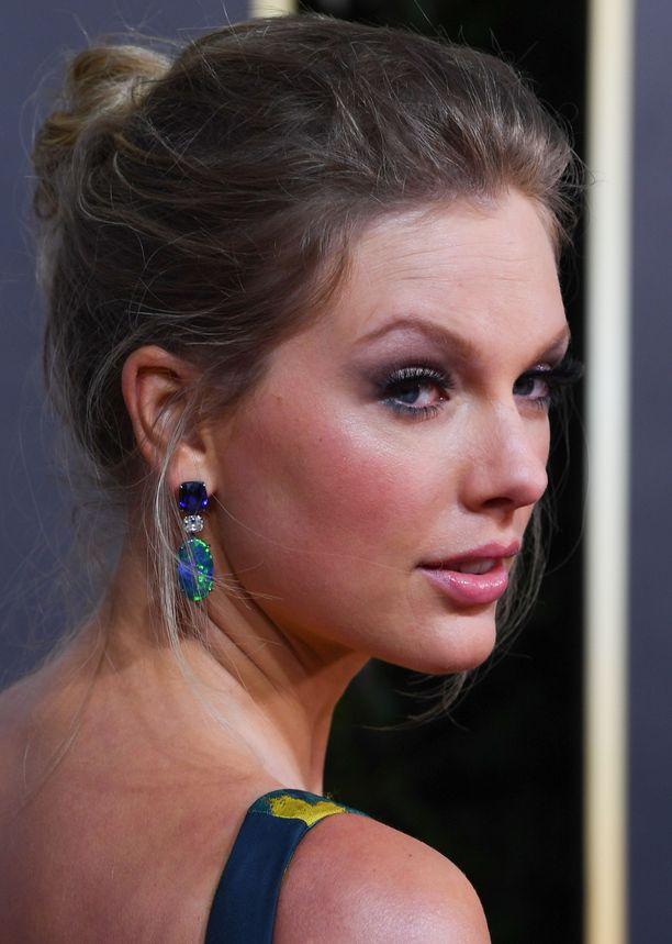 Taylor Swiftin poskipuna on täydellinen pinkin ja korallin yhdistelmä.