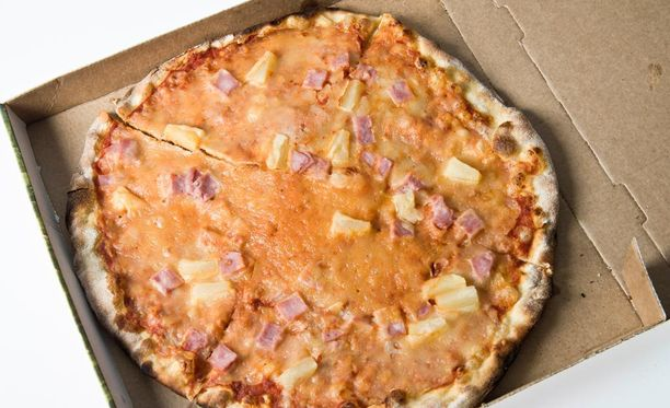 Tropicana eli kinkku-ananastäytteinen pizza on yksi Suomen suosituimmista pizzamauista.
