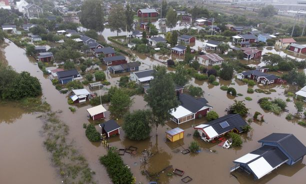 Gävlen aluella Södra Kungsvägenin alueella näkyi rajuja tulvia keskiviikkona.