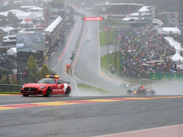 Tämä näky Span osakilpailusta ei ole unohtunut. F1-fanit pelkäävät jo, että Venäjälläkin körötellään vain pari kierrosta turva-auton perässä.