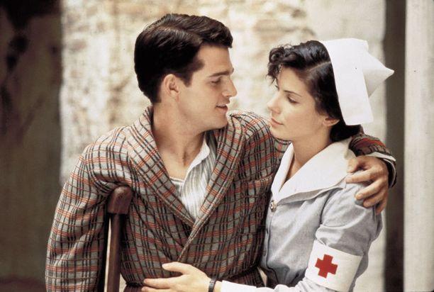 Elokuvassa Sodassa ja rakkaudessa Chris O'Donnellin kanssa, vuonna 1996.