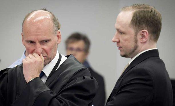 Asianajaja Geir Lippestad yhdessä puolustettavansa Anders Behring Breivikin kanssa.