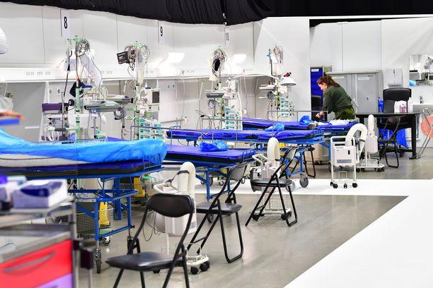 Tukholman messukeskuksessa annetaan tehostettua hoitoa koronapotilaille.