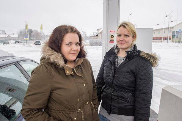 Hyvinkääläiset Senja (vas.) ja Veera Nykänen soisivat jättipotin mielellään sellaiselle henkilölle, jolle raha tulee todella tarpeeseen.