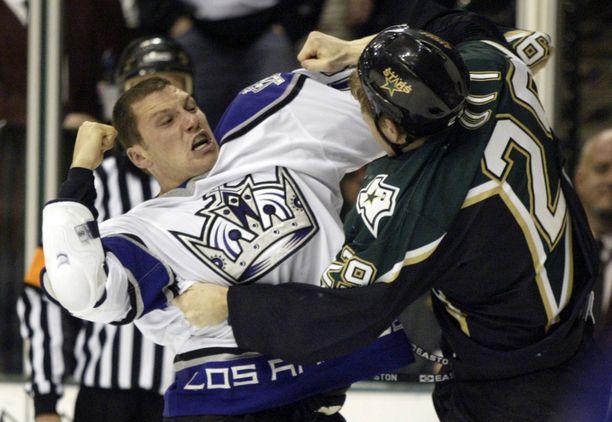 Sean Avery pelasi NHL:ssä 580 ottelua ja kasasi niissä 1533 jäähyminuuttia.
