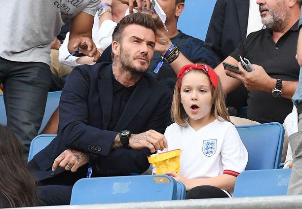 David Beckham ja tyttärensä Harper jalkapallokatsomossa viime kesänä.