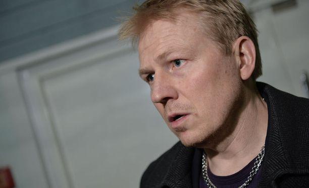 HJK:n toimitusjohtaja Aki Riihilahti antoi kenkää urheilujohtaja Tuomo Saarniolle.