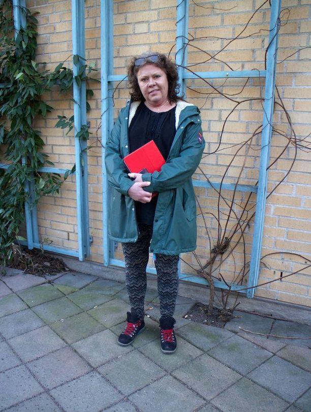 Karin Lageria kiinnostaa suomalainen kulttuuri, jonka vuoksi hän myös järjesti keskustelutilaisuuden ruotsinsuomalaisuudesta.