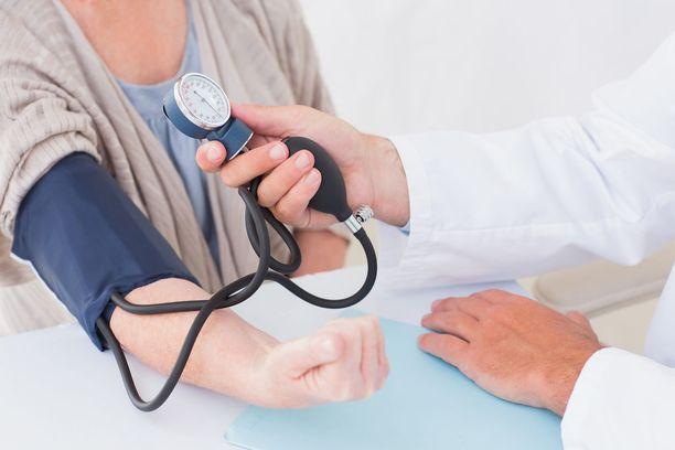 Todettu ylipaino ja tupakointi lisäsivät tutkimukseen osallistuneiden haluttomuutta edes keskustella omista elämäntavoistaan perusterveydenhuollon lääkärin vastaanotolla.