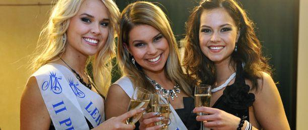 Tutkimuksen mukaan kauniit naiset ovat muita kilpailunhaluisempia ja pitävät tiukemmin puolensa.