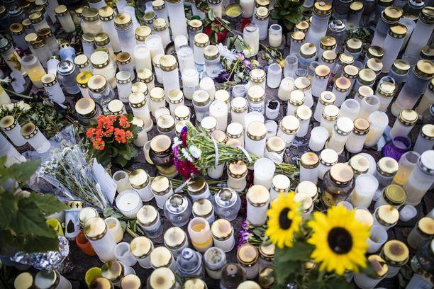 Iltalehden kyselyyn vastanneiden poliisimiesten mukaan erityisen suuri uhka on tilanne, jossa terrori-isku tapahtuisi muualla kuin suurissa kaupungeissa. Silloin hyökkäyksen pysäyttäminen nopeasti on haastavaa - ellei mahdotonta. Poliisiylijohtaja Seppo Kolehmaisen mukaan hän on korostanut eduskunnassa useaan otteeseen sitä, että Suomi on harvaan asuttu maa, jossa välimatkat ovat pitkiä: myös resurssit pitäisivät olla sen mukaiset.