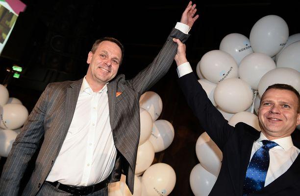 Jan Vapaavuori tuki Petteri Orpoa kokoomuksen puheenjohtajaksi. Kuntavaaleissa Vapaavuori auttoi Orpoa siivittämään kokoomuksen vaalivoittoon kahmimalla Helsingissä 29 547 ääntä. Nyt Vapaavuori tekee kaikkensa upottaakseen hankkeen, johon Orpo on sitonut arvovaltansa.