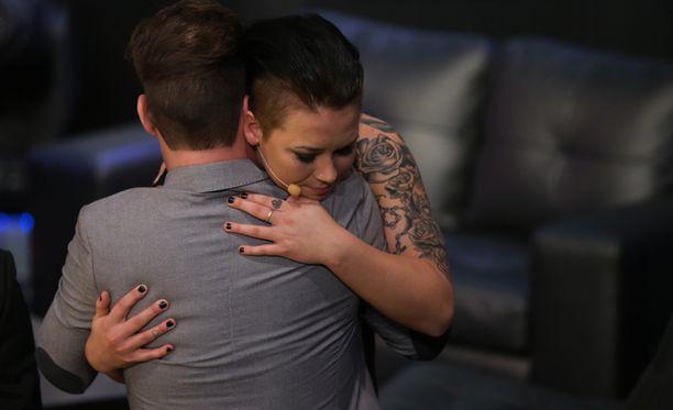 Dan ja Jenna halasivat toisiaan.