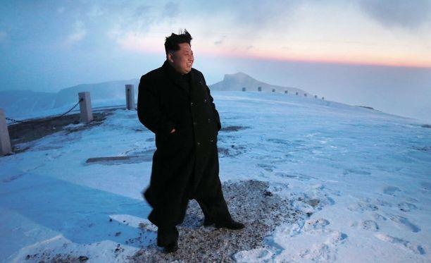 Aiemmin tässäk uussa Pohjois-Korean uutistoimisto kertoi Kimin kiivenneen alueen korkeimmalle vuorelle. Hieman avoimeksi jäi kysymys, kuinka Kim suoriutui matkasta ilman pipoa tai muuta asianmukaista varustusta.