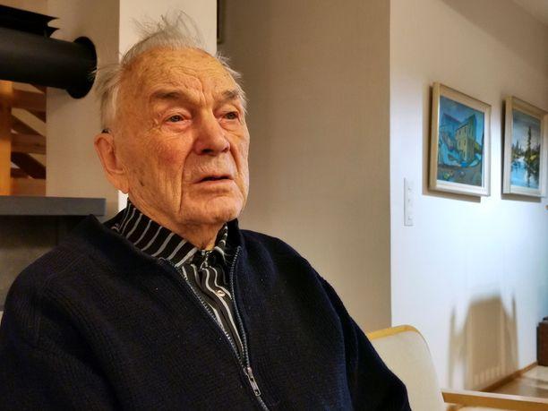Sotaveteraani Aarne Rautiola toivoo, että Suomen nuoriso perehtyisi maan historiaan. - Meille olisi voinut käydä sodassa aivan toisin, jos tehdyt suunnitelmat olisivat toteutuneet. Silloin ei olisi itsenäisyyspäivää, jota juhlia