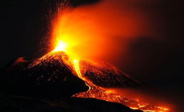 Euroopan aktiivisin tulivuori Etna kuvattuna aikaisin sunnuntaiaamuna.