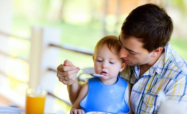 Johtavissa asemissa olevat isät eivät osallistu kotitöihin ahkerasti.