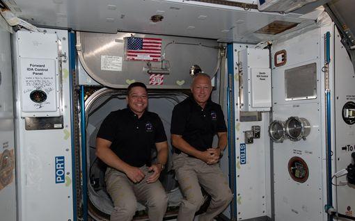 Historian ensimmäisen yksityisen avaruuslennon miehistö palaamassa takaisin Maahan – Floridaa lähestyvä hurrikaani huolettaa
