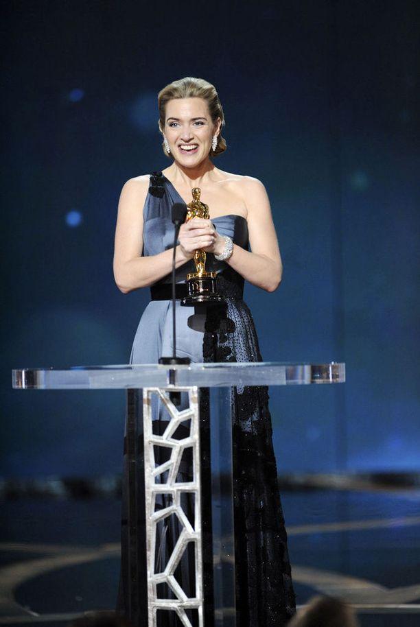 Kate Winslet jätti Harvey Weinsteinin nimen tarkoituksessa pois Oscar-kiitospuheestaan.