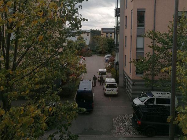 Poliisi eristi tapahtumapaikan lähialueen.