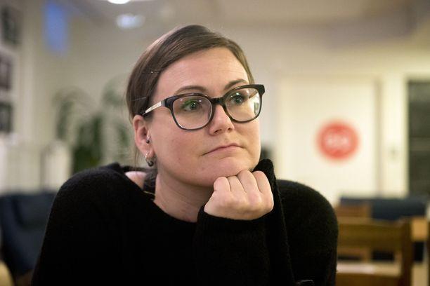 Sairaanhoitaja Marika Kruusen mukaan osa neulanvaihtopaikan lähialueen yrittäjistä lahjoittaa pisteelle hävikkiruokaa.