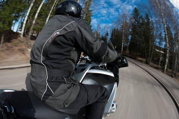 Moottoripyöräilijä päästeli 270 kilometrin tuntivauhdilla Mäntsälässä. Kuva ei liity juttuun.