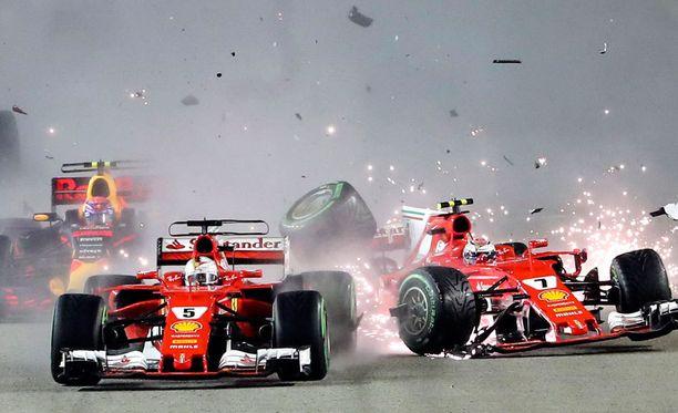 Sebastian Vettelin, Kimi Räikkösen ja Max Verstappenin joukkokolari oli Singaporen GP-viikonlopun ykköspuheenaihe.