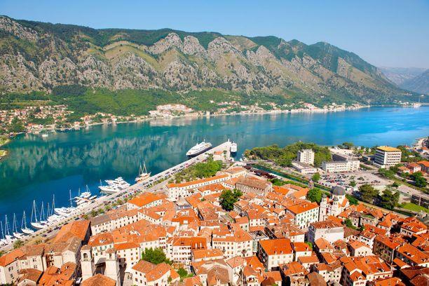 Kotorin keskiaikainen kaupunki ihastuttaa kauneudellaan.