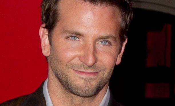 Bradley Cooper on miehistä seksikkäin.