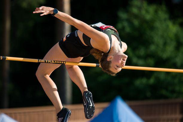 Ella Junnila ylitti 185, mutta jäi kovatasoisen korkeuskisan neljänneksi.
