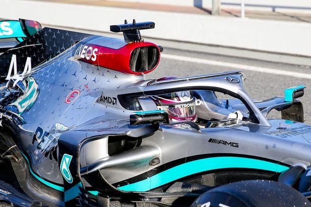 Mercedes esitteli talvitesteissä DAS-järjestelmän.