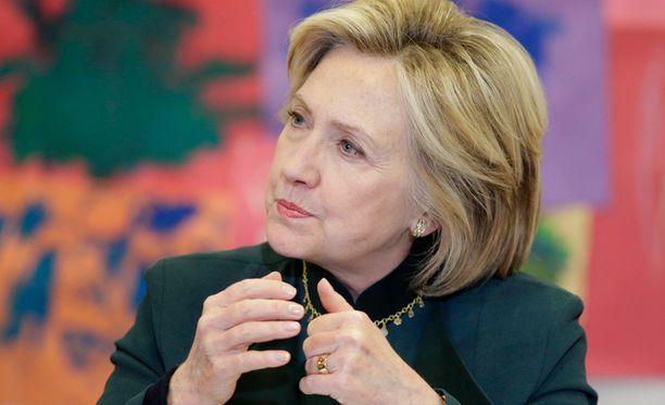 Hillary Clinton on luovuttanut viranomaisille 30 000 sähköpostia.