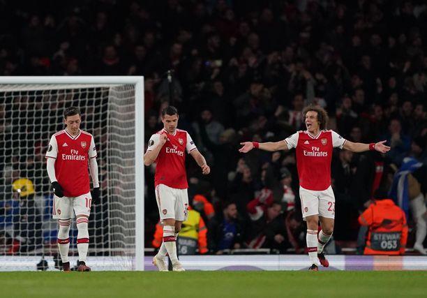 Tykkimiesten osaksi Eurooppa-liigan ensimmäisen pudotuspelikierroksen jälkeen jäi käsien levittely.