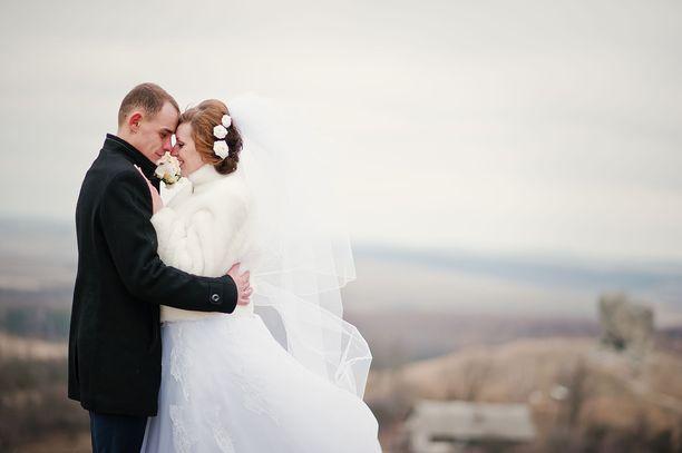 Helmikuu on suosittu avioitumiskuukausi. Kuvituskuva.