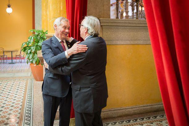 """""""Olen kiitollinen, että tällainen mahdollisuus elämässä on tullut ja pääsee vaikuttamaan Suomen ja Euroopan asioihin"""", Rinne sanoo. Kuva tapaamisesta EU-komission puheenjohtaja Jean-Claude Junckerin kanssa."""