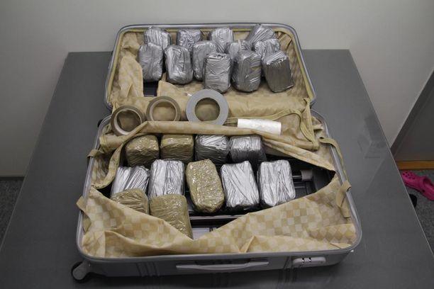 Pillerilevyt oli pakattu teipattuihin muovikääreisiin.