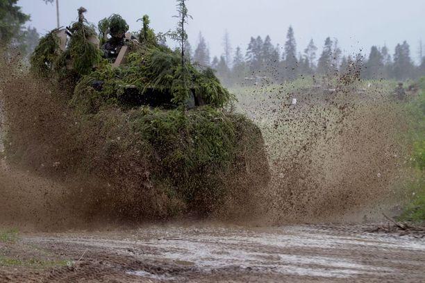 Suomalaissotilaat harjoittelivat Virossa kesäkuussa 2016.