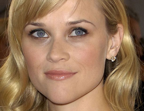 Reese ohitti Angelina Jolien Hollywoodin parhaiten palkattujen naisnäyttelijöiden listassa.