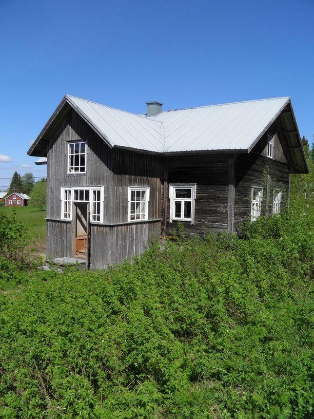 Puolangalla sijaitseva kohde on kohteista edullisin, sillä 80 neliöisestä talosta tontteineen pyydetään 26 000 euroa. Talosta löytyy tupa ja kaksi makuuhuonetta. Pihalla on erillinen savusauna ja maakellari.