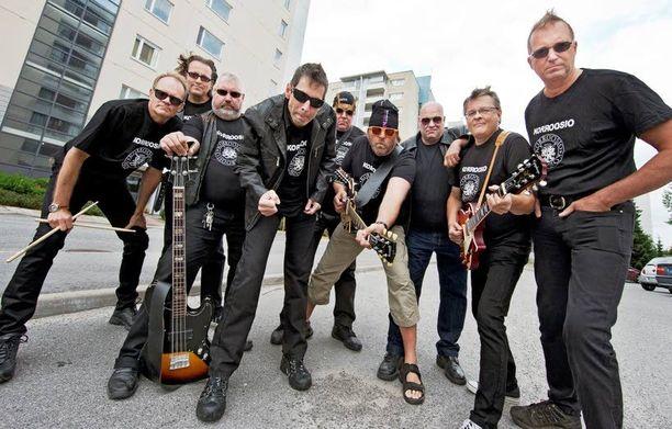 Korroosion jäsenet on haalittu eri puolilta Suomea taas yhteen treenaamaan uutta levyä ja levynjulkaisukeikkaa varten.
