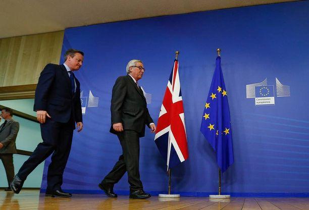 Britannian pääministeri David Cameron ja Euroopan komission puheenjohtaja Jean-Claude Juncker.