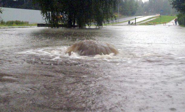 Viemärit ovat olleet kovilla tänään Kaarinassa rankkojen sateiden vuoksi.
