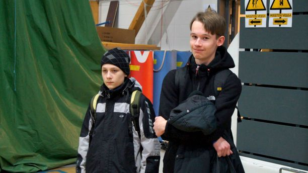 Veljekset vuonna 2011 Lantrek-tapahtumassa. Vasemmalla Joona (13) ja oikealla Jonne (17).