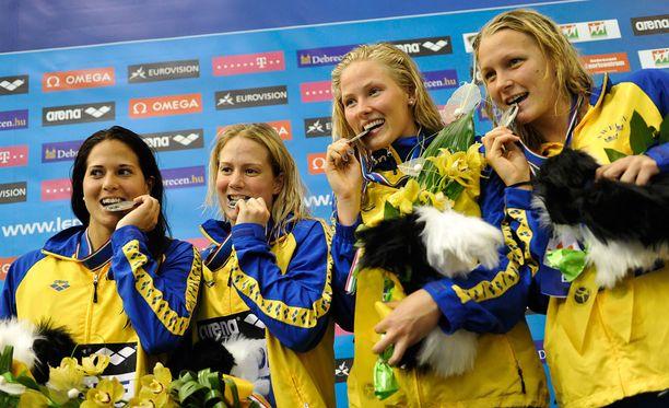 Ida Marko-Varga (toinen vasemmalla) oli mukana Ruotsin hopeaa voittaneessa viestijoukkueessa EM-kisoissa 2012.