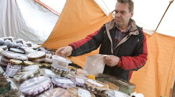 Tage Gustafsson jäi tällä kertaa toiseksi. Viime vuonna Turun silakkamarkkinoilla hänet valittiin parhaaksi tuotteenvalmistajaksi.