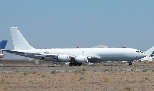 USA:n laivaston E-6B Mercury lentokentällä Mojaven autiomaassa. Kuva otettu vuonna 2007.
