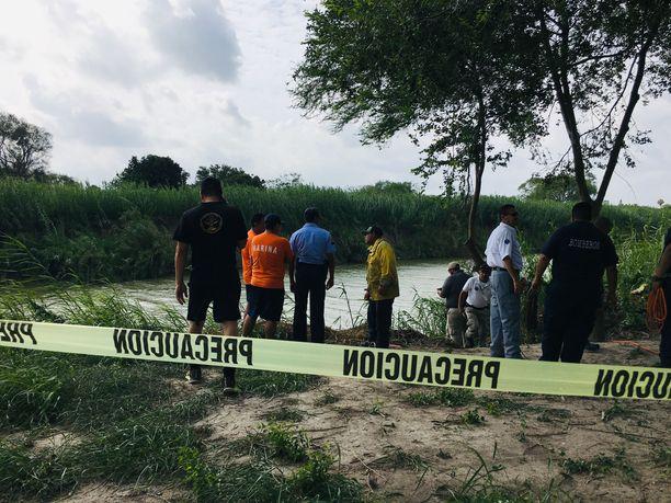 Meksikolaisviranomaiset rajasivat ruumiiden löytöpaikan maanantaina aamupäivällä.