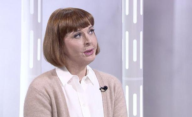Ulrika Björkstam on oppinut elämään uusien kasvojensa kanssa.